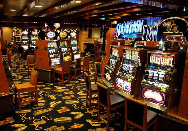 Spilleautomater og casino inne på Viking Princess.